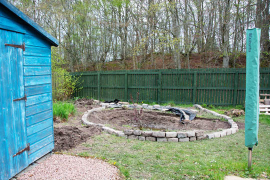 circle of granite setts around the dug out pond