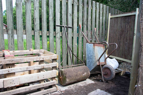 compost maker, roller, wheelbarrow and screening
